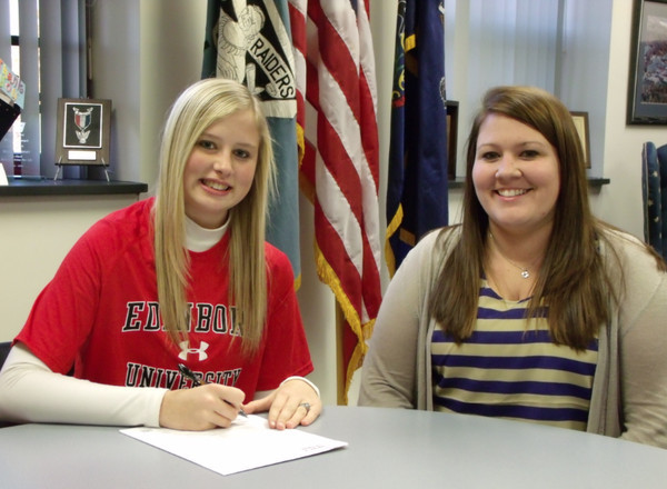 Seneca Seniors Sign Letters of Intent