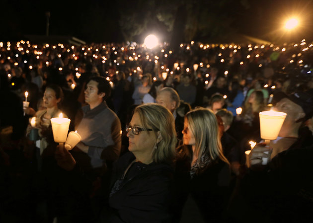 Community+members+gather+for+a+candlelight+vigil+for+those+killed+in+a+shooting+at+Umpqua+Community+College+in+Roseburg%2C+Ore.%2C+Thursday%2C+Oct.+1%2C+2015.+%28AP+Photo%2FRich+Pedroncelli%29