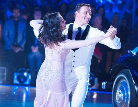 """Ryan Lochte rushed by protesters at """"Dancing with the Stars"""" premiere"""