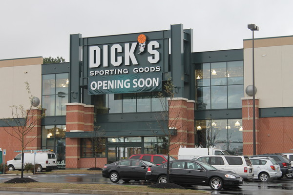 New Dick's Sporting Goods Opens in Cranberry