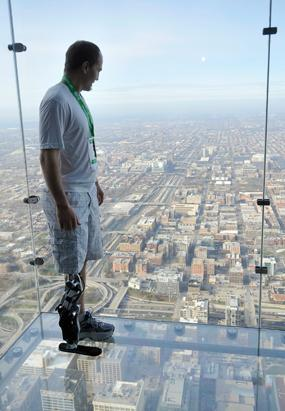 Bionic Man Climbs to the Top of Chicago Skyscraper