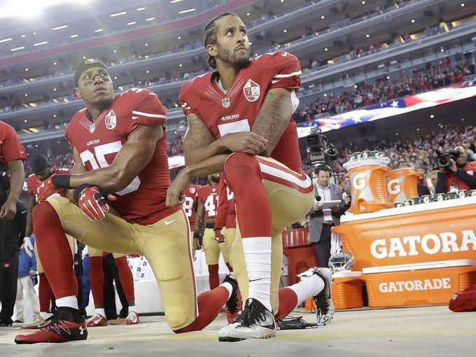 San+Francisco+quarterback+kneels+during+national+anthem